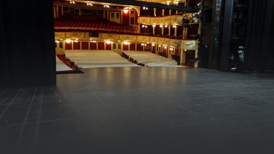 Csúszásmentes rétegelt lemez a színpadon